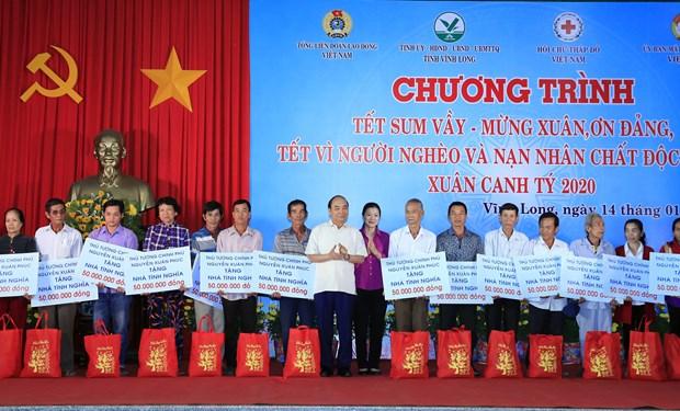 Asiste premier de Vietnam a fiesta para trabajadores y pobres hinh anh 1