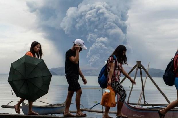 Recomiendan a ciudadanos vietnamitas limitar viajes a areas de erupcion volcanica en Filipinas hinh anh 1