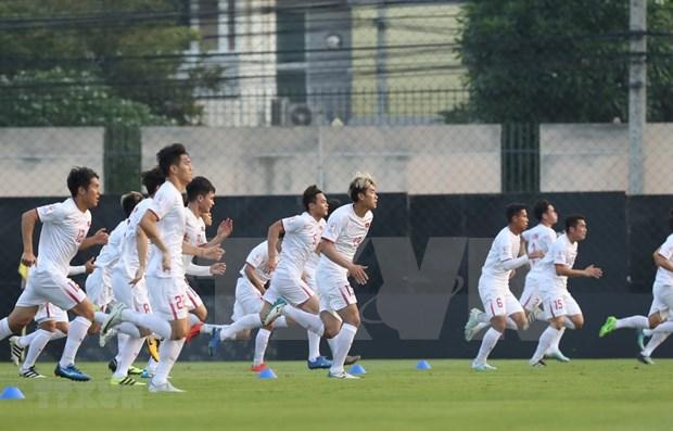 Alienta premier vietnamita al equipo nacional de futbol antes de su partido contra Corea del Norte hinh anh 1