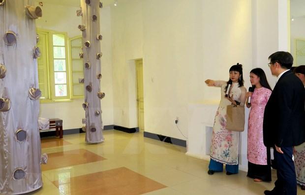 Inauguran exposicion de arquitectura de Japon en seda vietnamita hinh anh 1