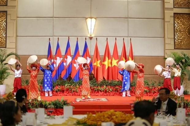 Asiste premier camboyana a programa en saludo del Tet de comunidad vietnamita en Phnom Penh hinh anh 1