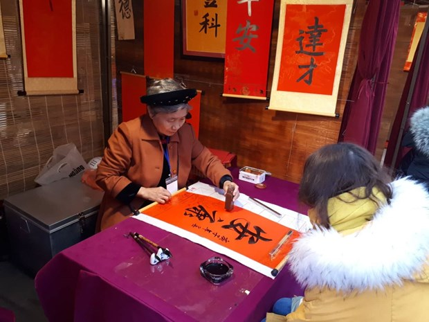 Comienza en Hanoi festival de caligrafia de primavera 2020 hinh anh 1