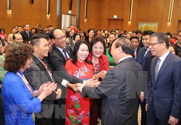 Premier vietnamita se reune con connacionales residentes en ultramar hinh anh 1