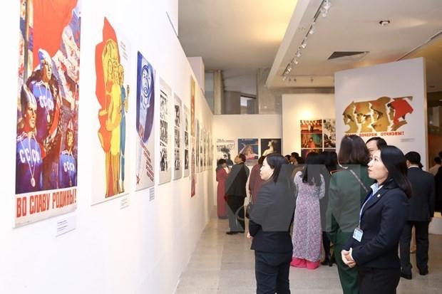 Exposicion en Hanoi destaca a las mujeres de la Union Sovietica hinh anh 1