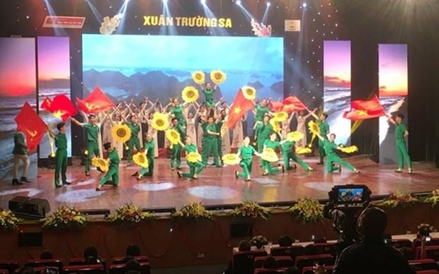 Emocionante programa artistico en saludo a la primavera en Truong Sa hinh anh 1