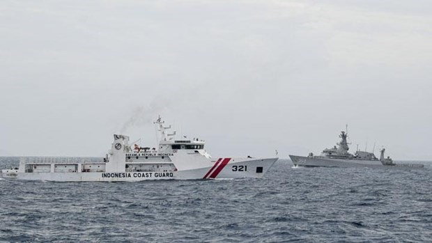 Indonesia por reforzar fuerzas de guardacostas con compra de nuevos buques hinh anh 1