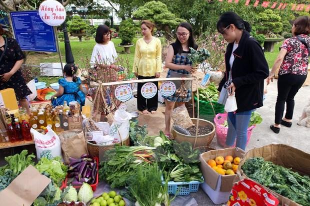 Recrean ambiente del Tet tradicional de Vietnam hinh anh 1