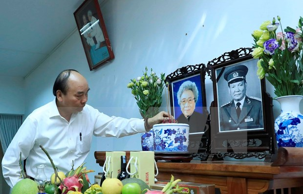 Premier vietnamita rinde homenaje postumo a extintos dirigentes del pais hinh anh 1