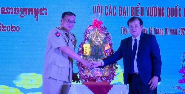 Provincia vietnamita de Tay Ninh fortalece cooperacion con localidades camboyanas hinh anh 1