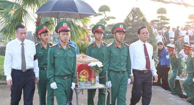 Rinden en provincia vietnamita homenaje postumo a martires de guerra hinh anh 1