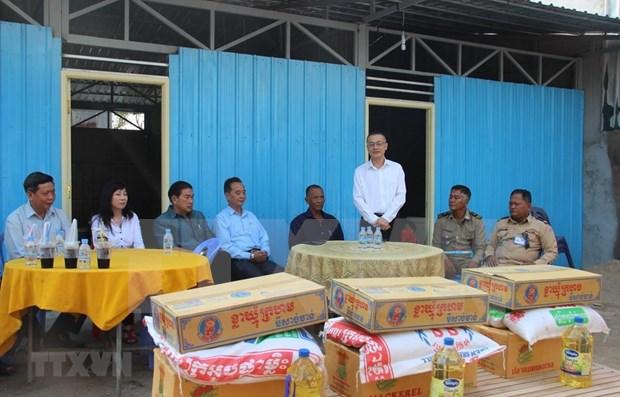 Entregan casas nuevas a familias vietnamitas afectadas por incendio en Camboya hinh anh 1