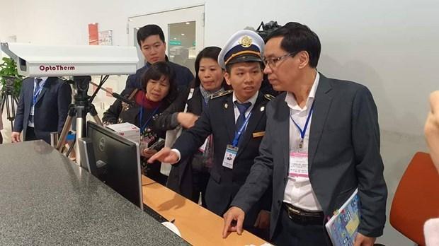 Inspeccionan labores preventivas del virus nCoV en aeropuertos de Vietnam hinh anh 1