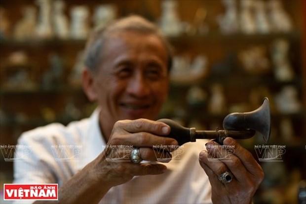 Anciano vietnamita y su pasion por coleccionar antiguas campanas hinh anh 1