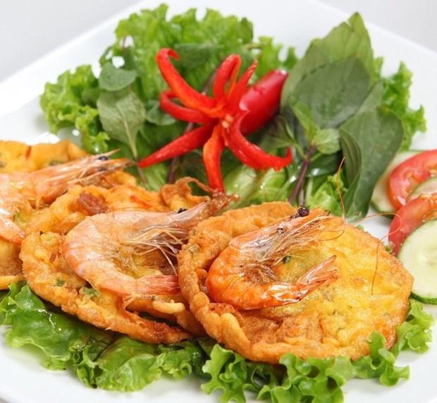 Banh tom Ho Tay muestra la quintaesencia culinaria de Hanoi hinh anh 1