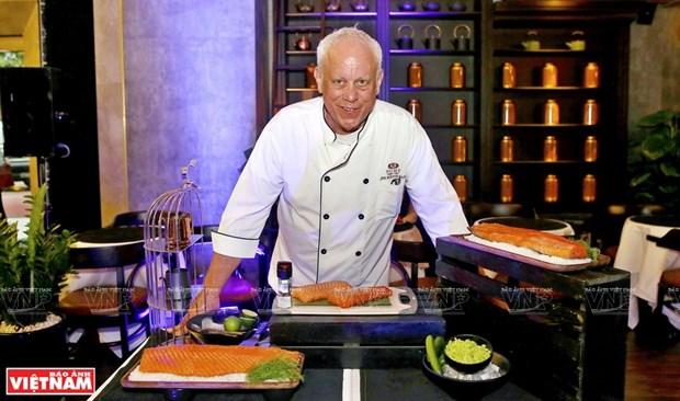 John Burton-Races, mensajero del arte culinario de Vietnam hinh anh 1