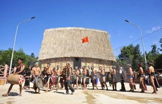 Ceremonia de inauguracion de casa Rong de la etnia Bahnar hinh anh 1