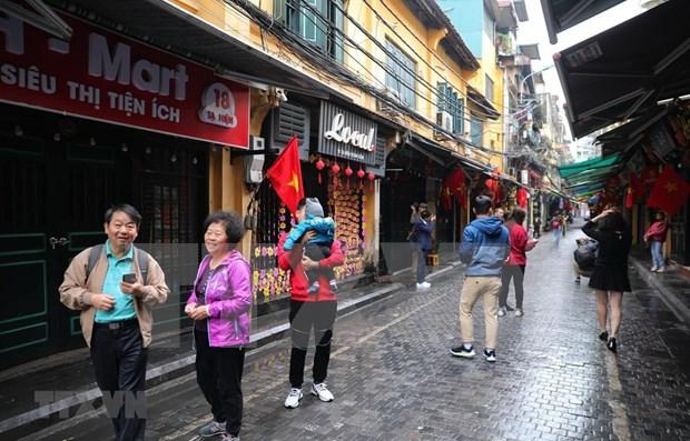 Crecen numero de viajeros a Hanoi durante el Tet hinh anh 1
