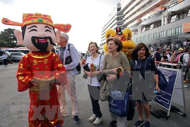 Aumentan numero de visitantes a localidades vietnamitas durante el Tet hinh anh 1