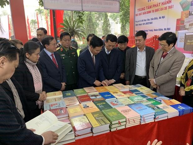 Abre puertas en Hanoi exposicion de libros sobre fundacion del Partido Comunista de Vietnam hinh anh 1