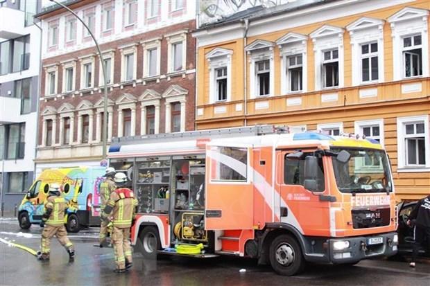 Reportan 12 heridos por incendio en edificio de propiedad vietnamita en Alemania hinh anh 1