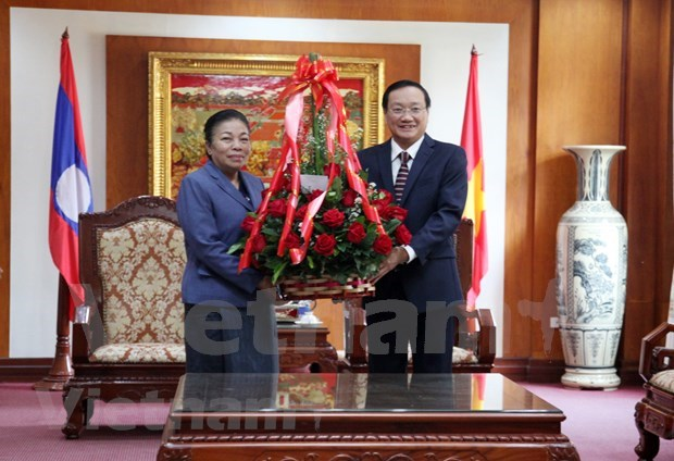 Alaba dirigente del Partido Popular Revolucionario de Laos logros del pueblo vietnamita hinh anh 1
