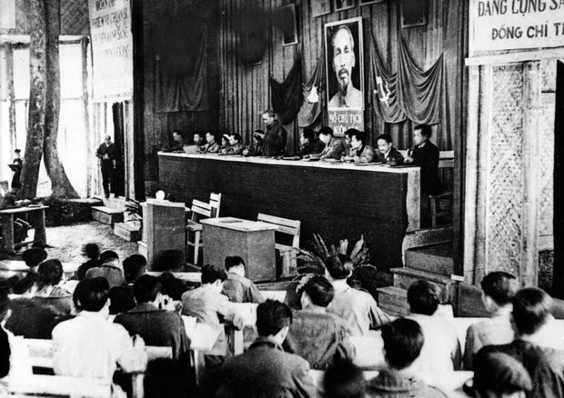 Proyectan en television vietnamita documental sobre Partido Comunista hinh anh 1