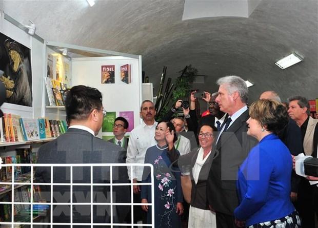 Presencia presidente de Cuba inauguracion de pabellon vietnamita en Feria Internacional del Libro de La Habana hinh anh 1