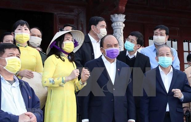 Inspecciona premier de Vietnam lucha contra coronavirus en provincia central hinh anh 1