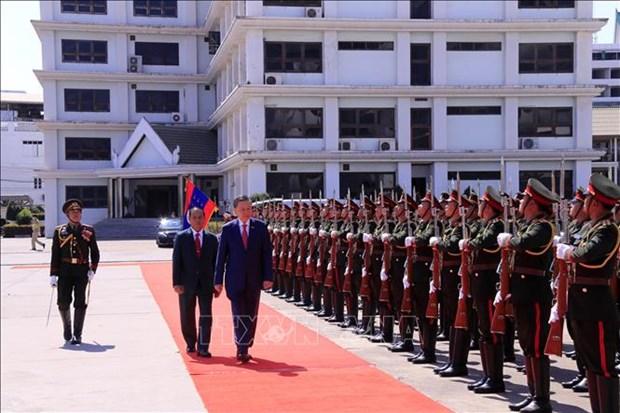 Ministro de Seguridad Publica de Vietnam realiza visita a Laos hinh anh 1