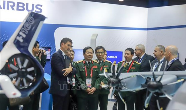 Delegacion del Ministerio de Defensa de Vietnam cumple amplia agenda de trabajo en Singapur hinh anh 1