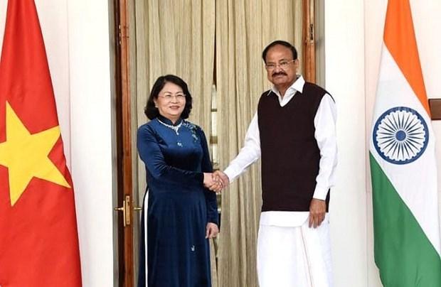 Intensifican Vietnam y la India relacion tradicional bilateral hinh anh 1