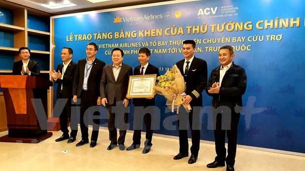 Reconoce Vietnam a personal de aviacion que repatria a connacionales desde Wuhan hinh anh 1