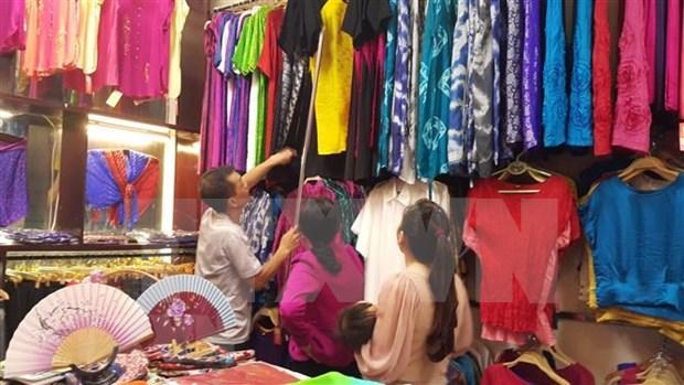 Aldea dedicada a la seda en Vietnam atrae a turistas extranjeros hinh anh 1