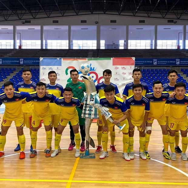 Seleccion vietnamita de futbol de sala derrota 6-2 al club espanol Malaga hinh anh 1