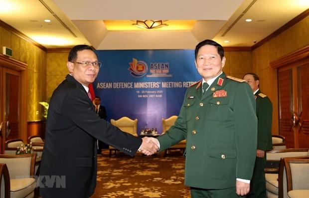 Ministro de Defensa de Vietnam recibe a alto funcionario militar de Indonesia hinh anh 1