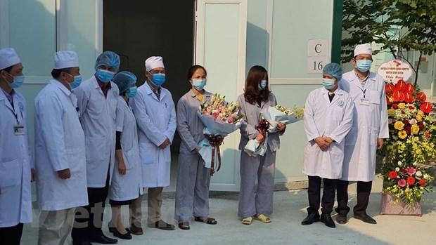 Dos pacientes de COVID-19 en Vietnam reciben alta medica hinh anh 1