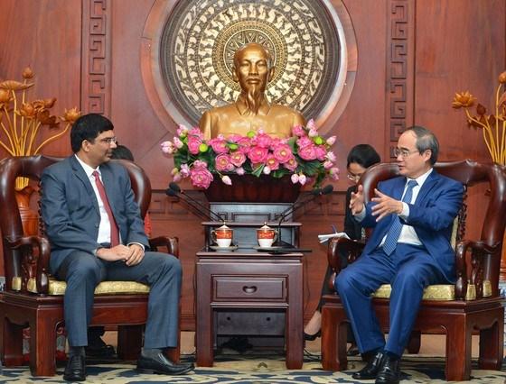 Ciudad Ho Chi Minh promete ofrecer condiciones favorables a inversores hinh anh 1