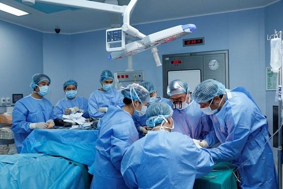 Vietnam realiza con exito primer trasplante de extremidad de donante vivo en el mundo hinh anh 1