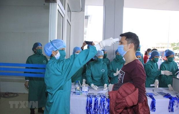Someteran a cuarentena en Vietnam a viajeros de zonas sudcoreanas afectadas por COVID-19 hinh anh 1