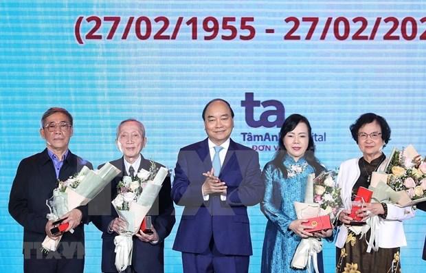 Encomia primer ministro de Vietnam aportes de los medicos hinh anh 1