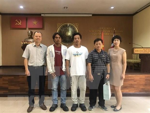 Recibe embajada de Vietnam en Tailandia a pescadores connacionales rescatados hinh anh 1