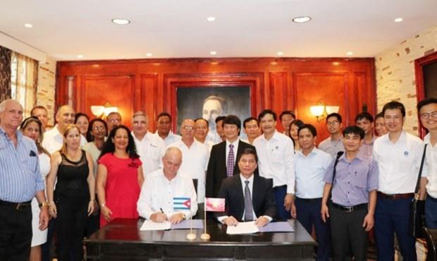Cuba se compromete a crear condiciones favorables para inversores vietnamitas hinh anh 1