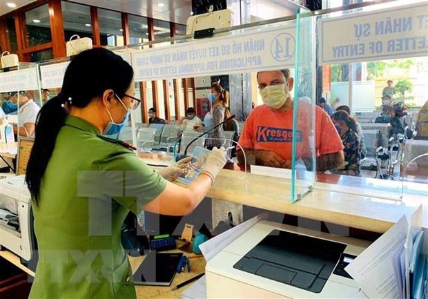 Viajeros desde Iran e Italia deberan realizar declaraciones medicas antes de entrar en Vietnam hinh anh 1
