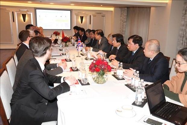 Intercambia Vietnam experiencias del desarrollo socioeconomico con Reino Unido e India hinh anh 1