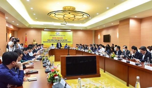 Bancos vietnamitas apoyan a mas de 44 mil clientes afectados por COVID-19 hinh anh 1