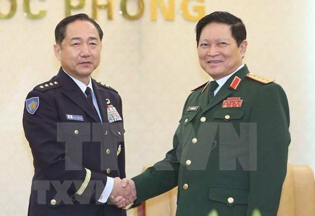 Fuerzas armadas de Vietnam y Japon acuerdan estrechar la cooperacion hinh anh 1