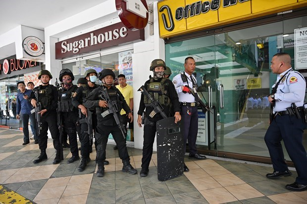 Capturan a culpable de tomar rehenes en centro comercial de Manila hinh anh 1