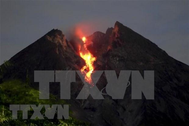 Volcan en Indonesia arroja cenizas de seis mil metros de altura hinh anh 1
