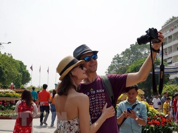 Crece numero de viajeros internacionales en Vietnam hinh anh 1