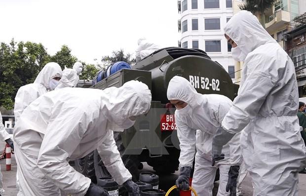 Se esterilizan calles de Hanoi para contener la propagacion de COVID-19 hinh anh 1